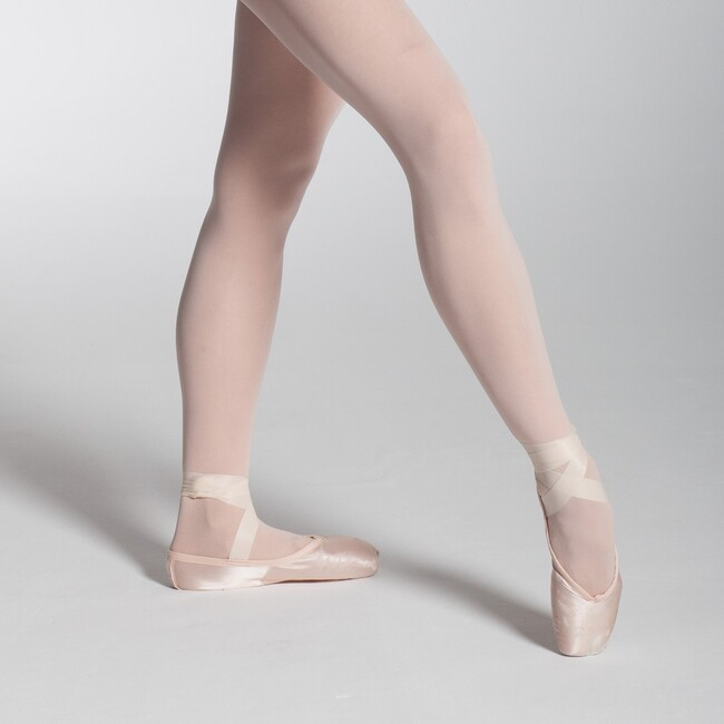 🌟 40% OFF 🌟 POINTE SHOES OFFER! Don't stop dancing with this incredible discount and take advantage of our summer sale! Last units and sizes available .    #intermezzodance #dancewithintermezzo #dancewear #fordancers #balletdancers #ballerinas #ballet #dancers #dancing #balletlife #balletinspiration #balletlovers #pointe #pointeshoes #balletdancers #inspo #inspiration #balletshoes #pointeshoesinspo #balletphotography #ballettights #balletessentials #balletsale #dancesale #pointeshoessale 